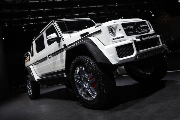 Mercedes Benz Is Ting Into The Pority Of Ultra Luxurious All Terrain Vehicles With A Brand New Maybach Suv That Can Transport Pengers Over Desert